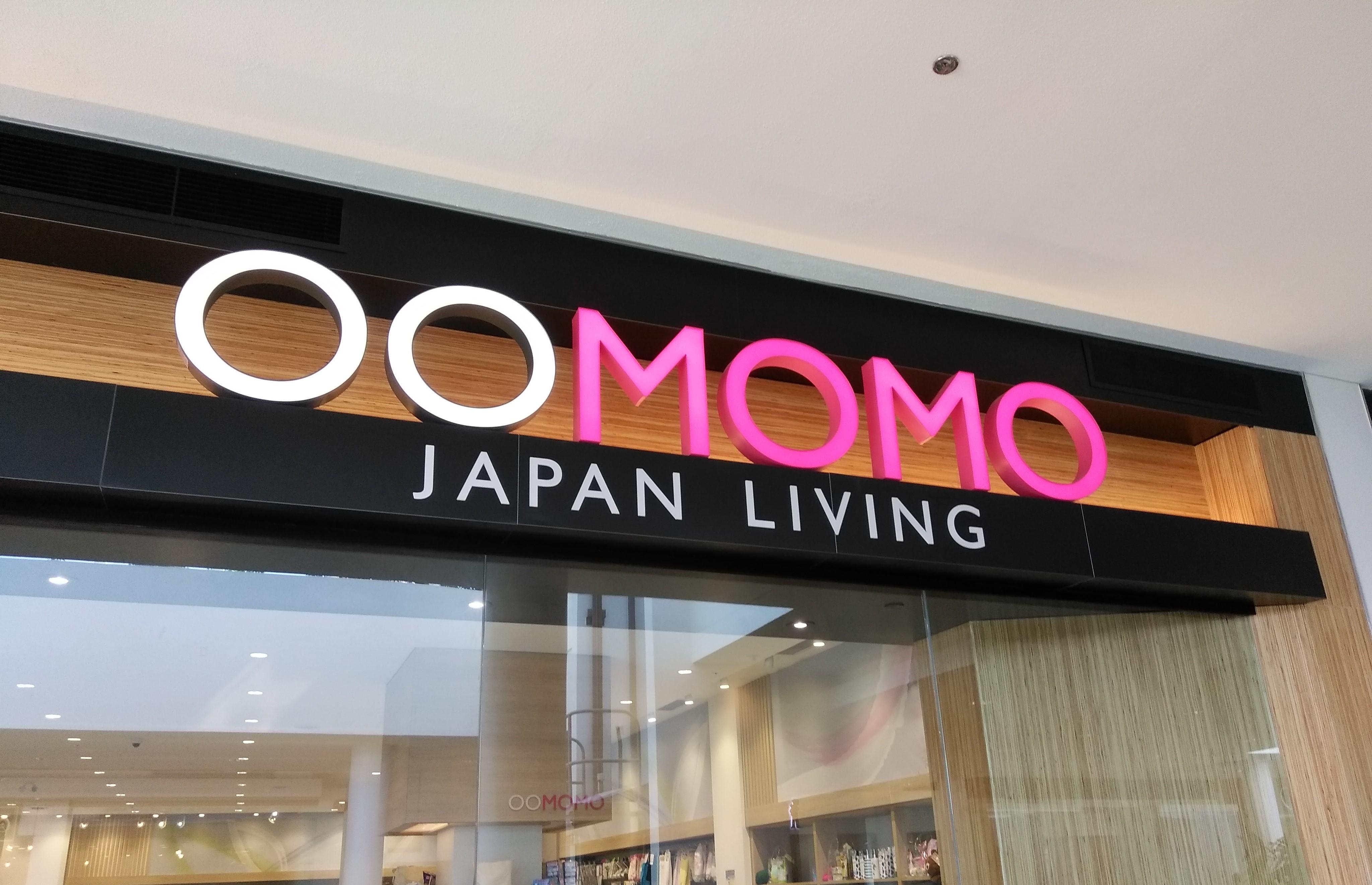 ローヒード・ショッピング・モールの中にある「OOMOMO」のお店の写真
