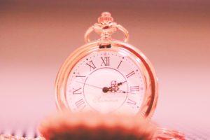 ガーリーな懐中時計の写真