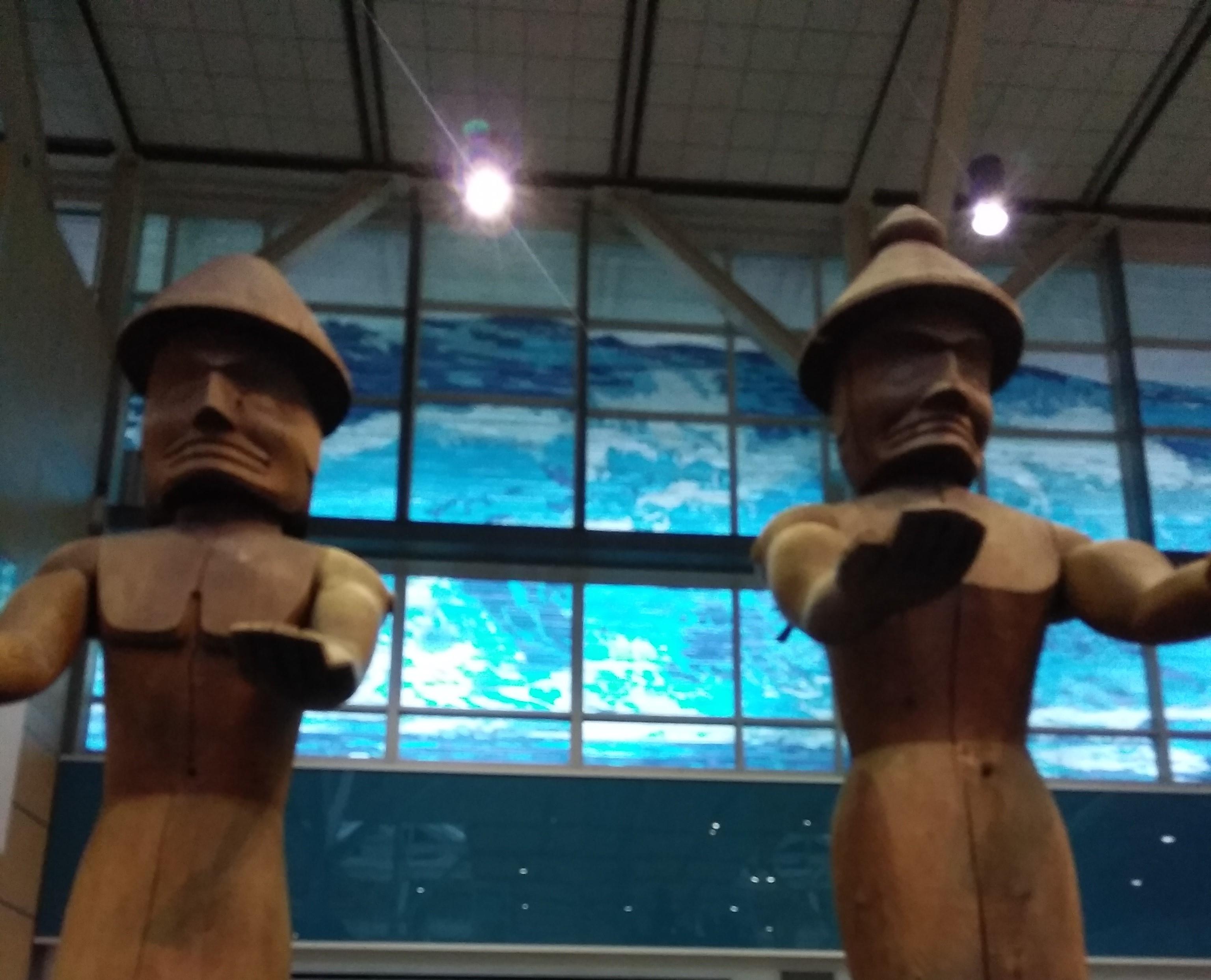 カナダ入国ゲートを抜けてすぐ見える彫刻