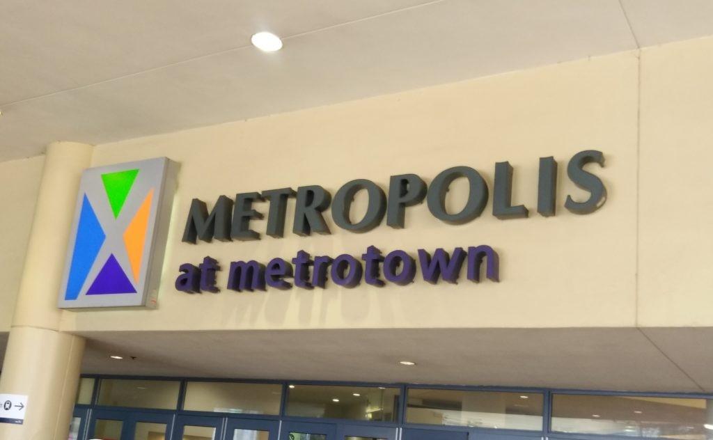 メトロタウンにあるメトロポリスの入り口の写真
