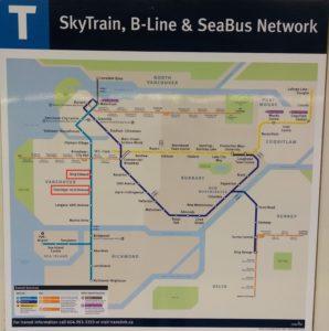 エリザベス女王公園のスカイトレインの最寄り駅、「キングエドワード(King Wdward)駅」と、「オークリッジ41アベニュー(Oakridge-41st Avenue)駅」を赤で囲ったスカイトレインのマップ