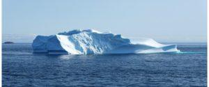 海と氷山の写真