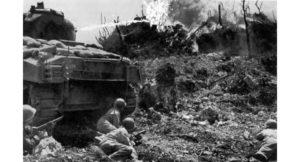 米国陸軍公刊戦史 「Okinawa The last battle」 に載っている実際の戦闘の様子の写真