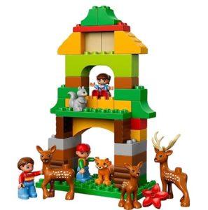 レゴ (LEGO) デュプロで作ったお家と付属の動物と人形の写真